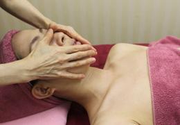 ストレスアイズ エステ お顔の静脈流し メディカルサロンかとれあ